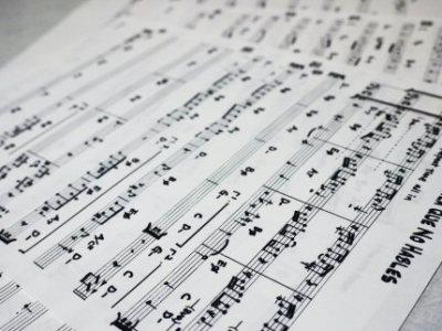 譜面とは何?暗譜する意味ってある? 音楽を演奏するための、譜面についての2つのアイデア