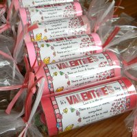 VALENTINE TREATS - How to Create Candy Tubes Out of Toilet Paper Rolls!