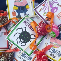 FREE DOWNLOADABLE Trick or Treat Sucker Cards