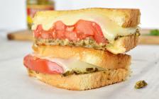 pesto tomato sandwich featured