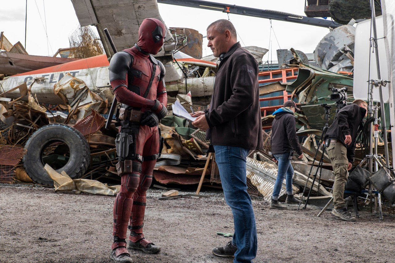 Ryan Reynolds e o diretor Tim Miller no set de Deadpool