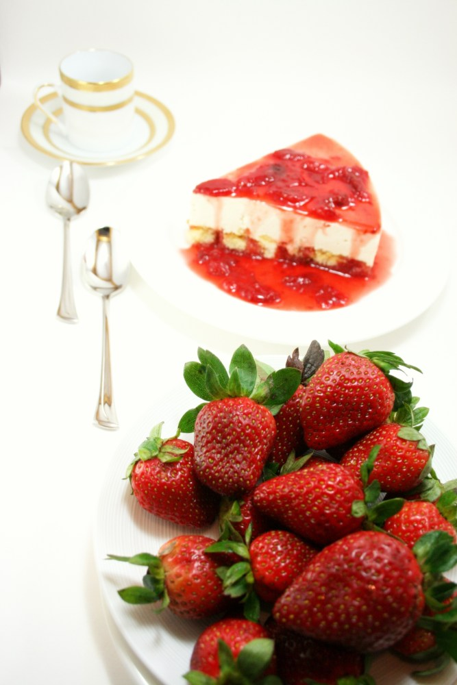 Chilled Strawberry Cheesecake  (4/6)