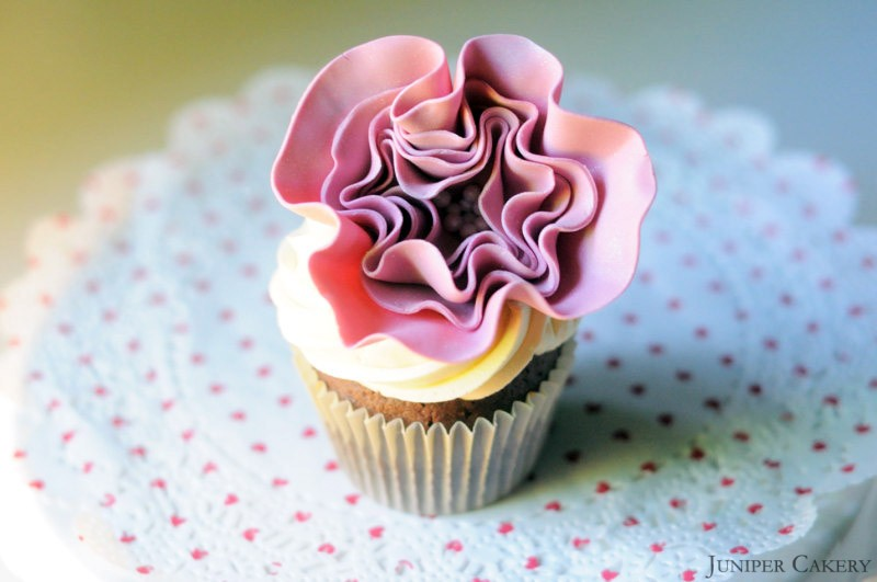 Learn How To Make A Simple Edible Ruffled Flower For Cakes And Cupcakes!