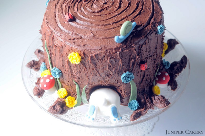 Easter Tutorial Week: How to make a tree trunk & bunny cake!