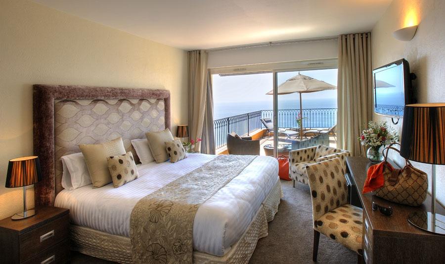 Hotel-la-Perouse-Nice-Chambre-deluxe-retouchee-compressee