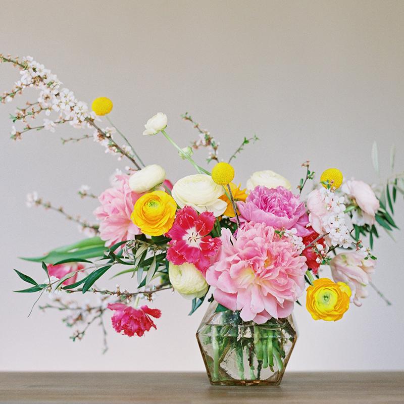 DIY   How to Make a Summer Flower Arrangement with Rebecca Dawn Design // JustineCelina.com