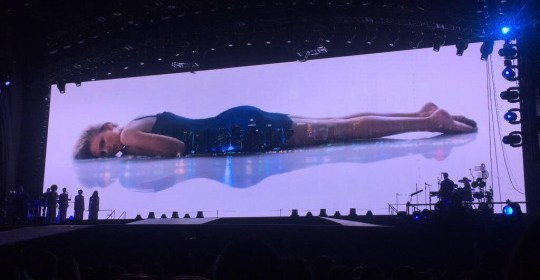 taylor swift perform wildest dreams and enchanted mashup at 1989 world tour tokyo