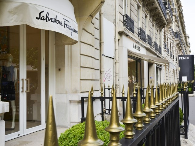 Avenue-Montaigne-Paris-shopping-Ferragamo_092243
