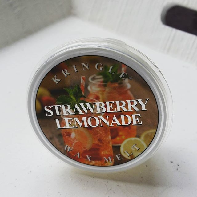 Kringle Candle Strawberry Lemonade