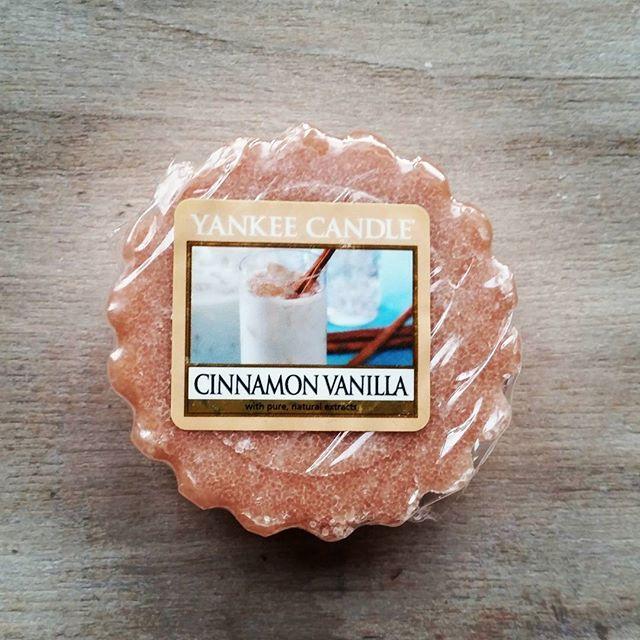 Yankee Candle Cinnamon Vanilla