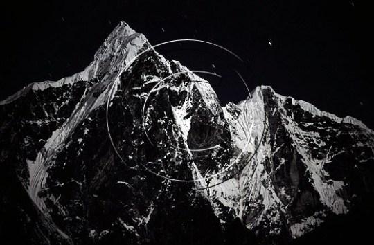 Natta har senka seg over Taboche, Nepal. Foto: Endre Før Gjermundsen.
