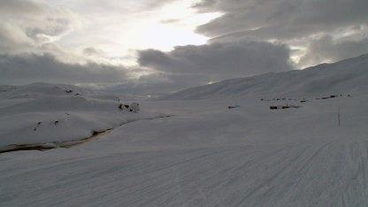 Hytter i det nordøstlige hjørnet av Muotkejávrre (Eidevatnet).