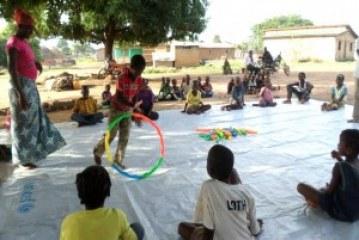 Les enfants affectés par Ebola reconstruisent leurs vies