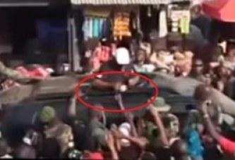 Le président ghanéen qui donne de l'argent à la foule, la vidéo qui secoue le Ghana