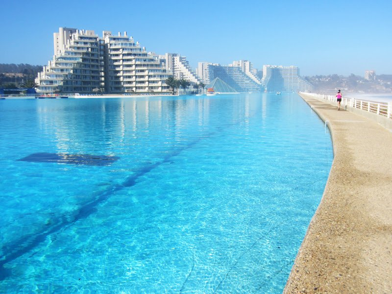 Most amazing swimming pools around the world ever seen for Giant swimming pool