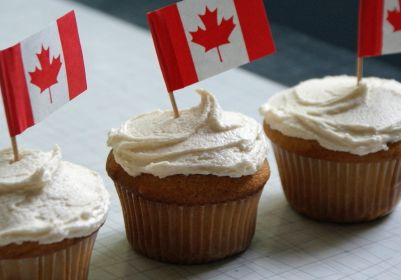 FireShot Screen Capture #301 - 'canada-day-cupcakes-3_jpg (500×293)' - korcan50years_files_wordpress_com_2014_02_canada-day-cupcakes-3_jpg