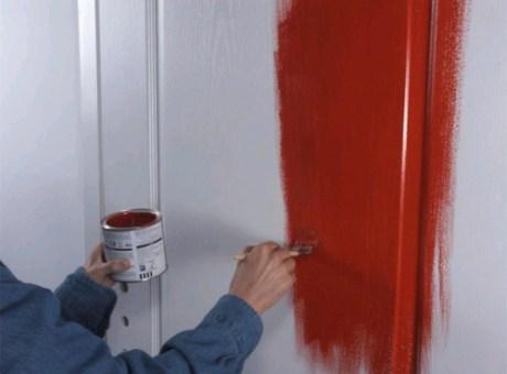 Как правильно покрасить двери краской?