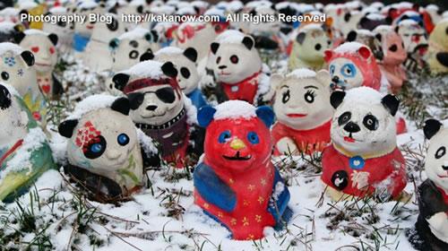 China Beijing Zoo, spring snow in March, Children's Art Pandas.Photo by KaKa.