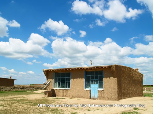 China travel, Inner Mongolia, Horqin Prairie, adobe house. Photo by KaKa.