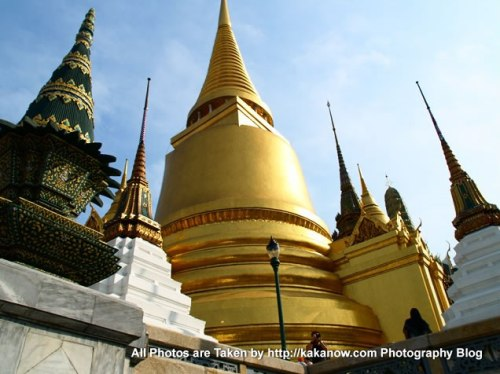 Thailand, Bangkok, Jade Buddha Temple, the golden pagodas called Phra Sri Ratana Chedi. Photo by KaKa.