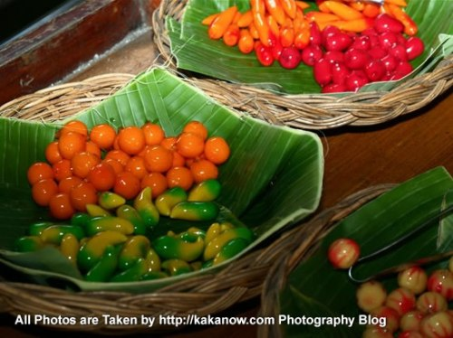 Thailand travel, Bangkok, Floating Market, dessert. Photo by KaKa.
