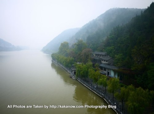 China travel, Henan Province, Longmen Grottoes. Photo by KaKa.
