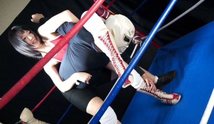 卍固め!足を張りながらぐい~っと肩とわき腹にダメージを与える!