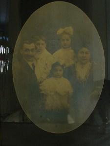 Jacob & Gussie Dwek and children, ca. 1907