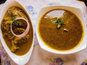 Gavthi Kombdi Rassa (Organic Chicken Curry)