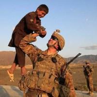 Солдаты США и дети Афганистана
