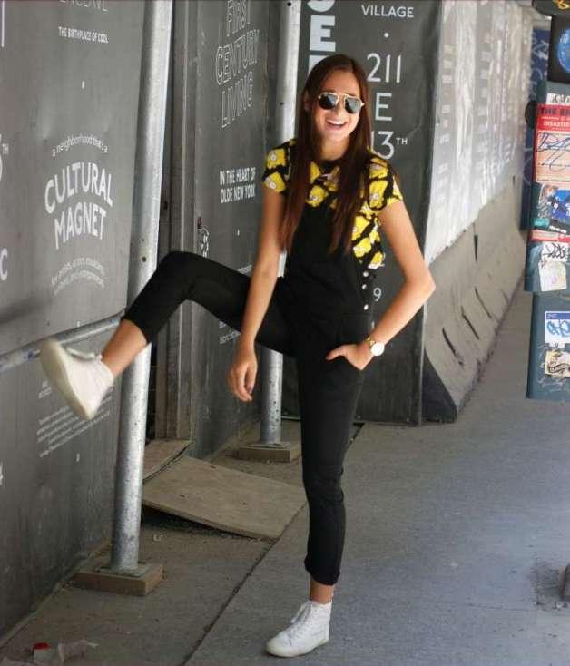 Danielle-Bernstein-weworewhat-wearing-overalls-OOTD-Magazine-8-15-820x1289