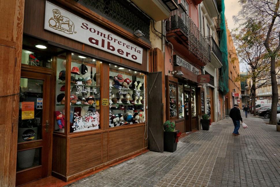 Botiga tradicional de barrets Albero.Plaça del Mercat. València.ç