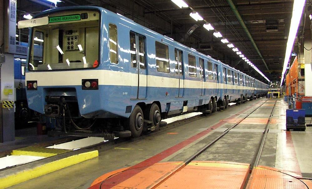 MR-63 metrókocsiból álló szerelvény a montreáli Beaugrand garázsban.