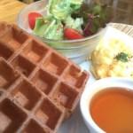 品川大崎Mother leaf tea style ワッフルモーニングセットが魅力的