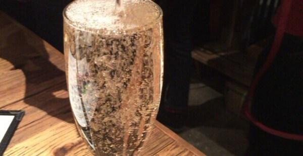 麻布十番 立ち飲みバルならビストロあわ 名物!溢れスパークリングワインがオススメ!