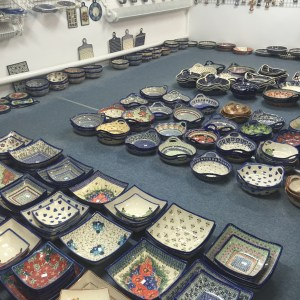 polish pottery boleslawiec poland pottery shop floor
