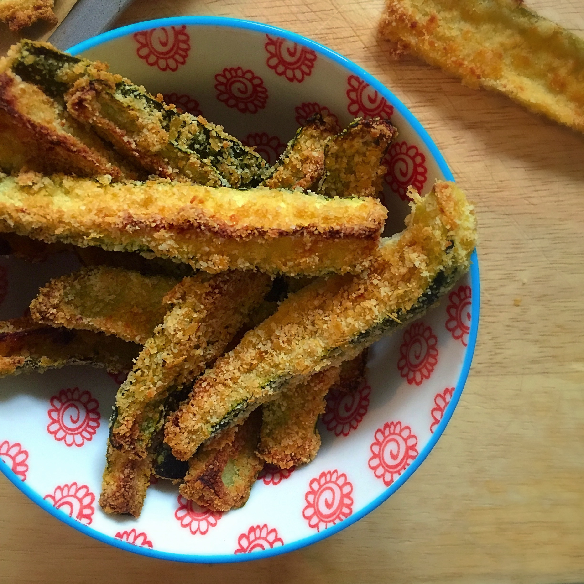 Exquisite From Oven As Y Are Still Crunchy Hummus Or As A Healthy Alternativeto Spicy Courgette Chips Karmen Pirh Spicy Cheesyflavours Really Come Have It nice food Healthy Alternative To Chips