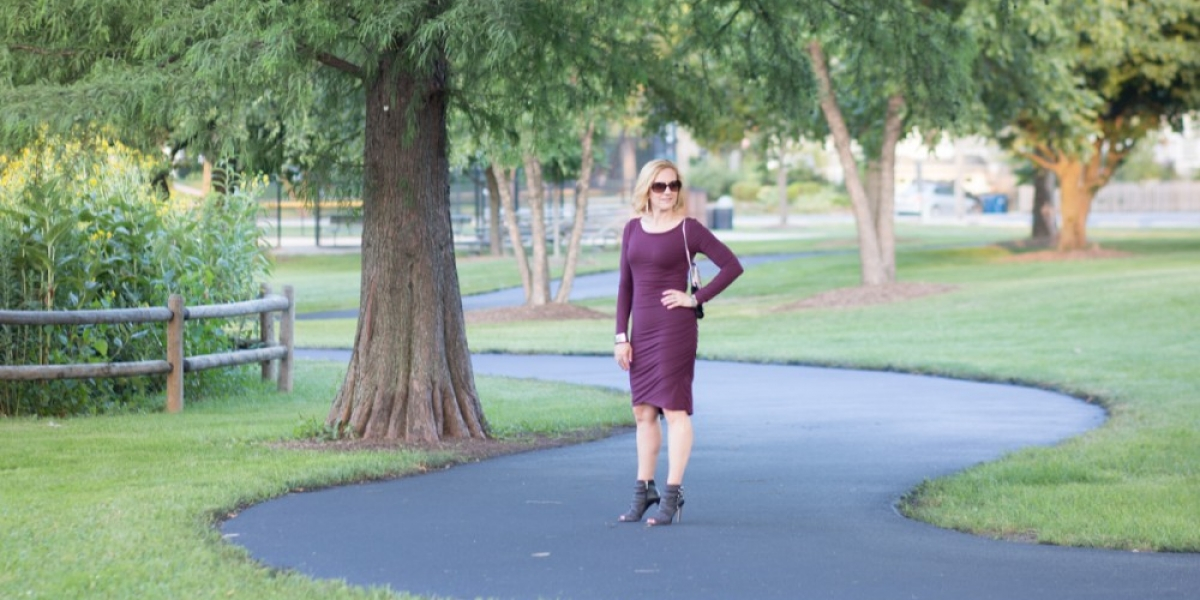 Transitioning into fall with this oxblood bodycon dress.