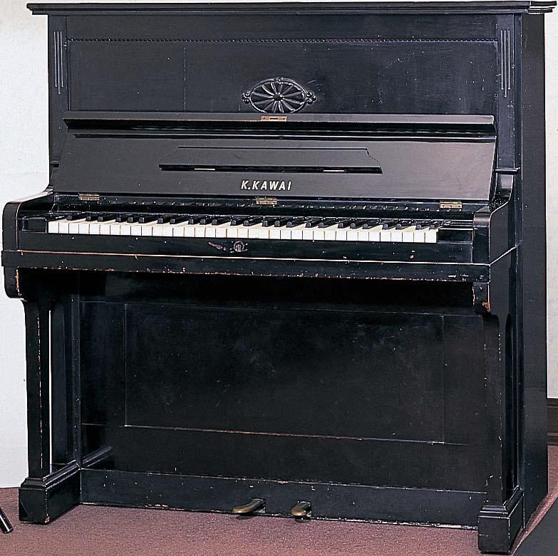 "Fabricación del primer piano vertical Kawai: ""Showa Gata"""