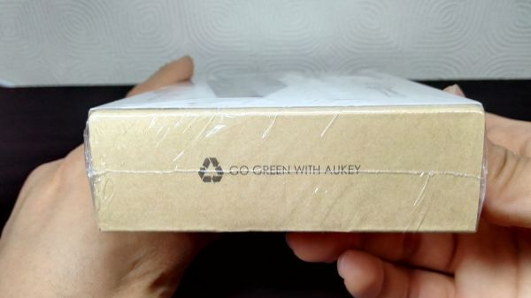 aukey-led-mobile-battery(PB-Y1)005