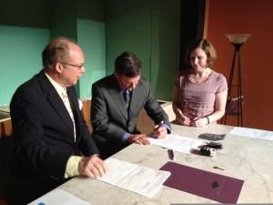 Signing#2