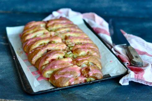 rhubarb yeast cake finished