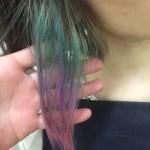 髪を青く染めても時間が経つと赤くなる?!