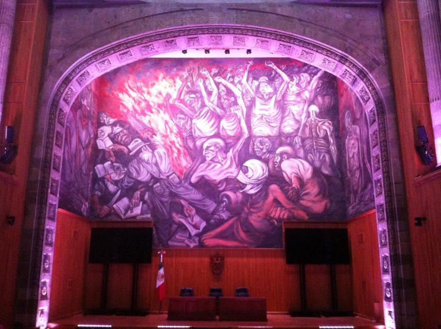 Mural en la pared principal del Paraninfo del MUSA