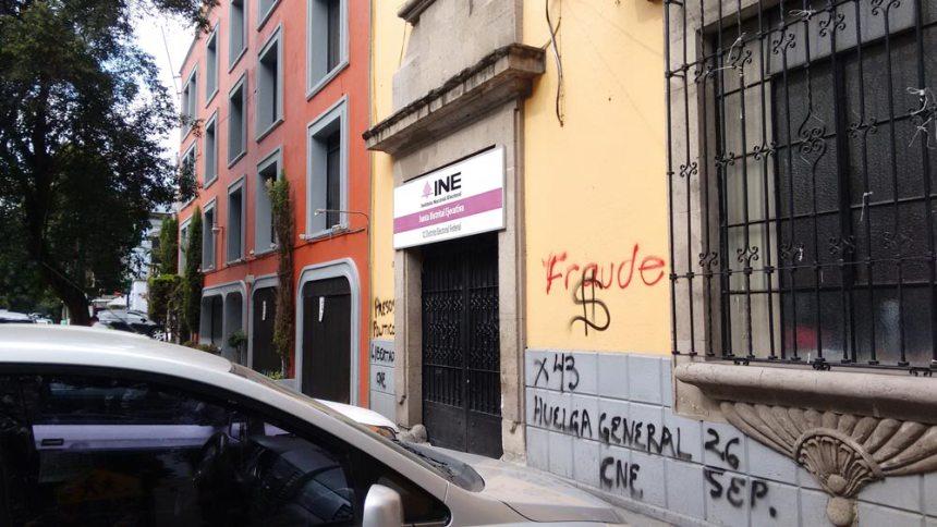 Grafitti en las oficinas del INE de la Ciudad de México