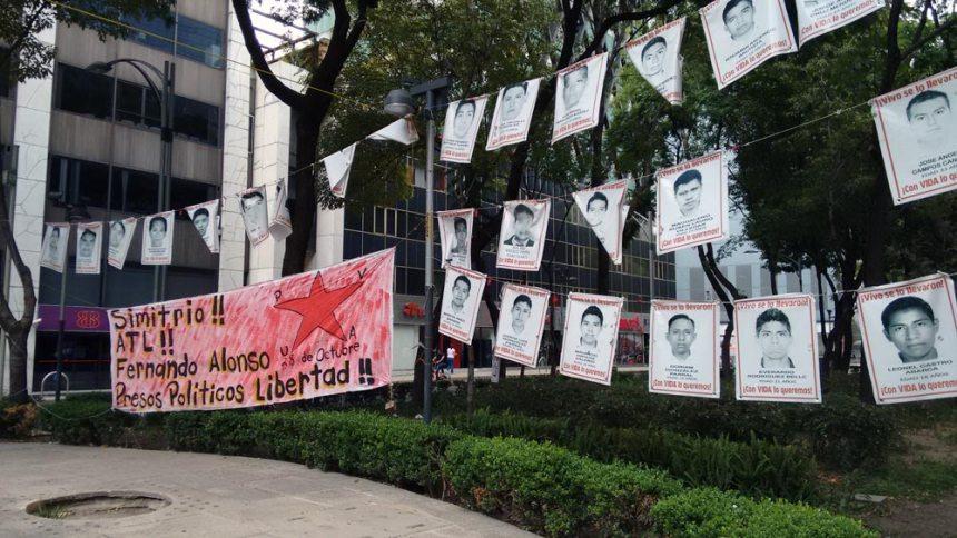 Protesta por los 43 estudiantes desaparecidos de Ayotzinapa
