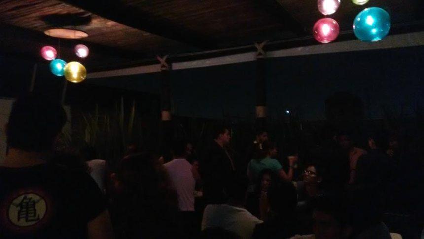 En bar con amigos de Teff