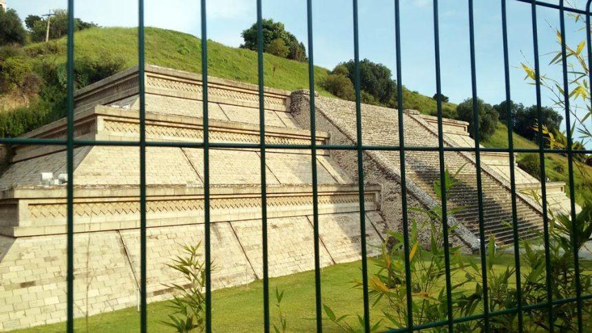 Costado de la Gran Pirámide en San Pedro Cholula, Puebla