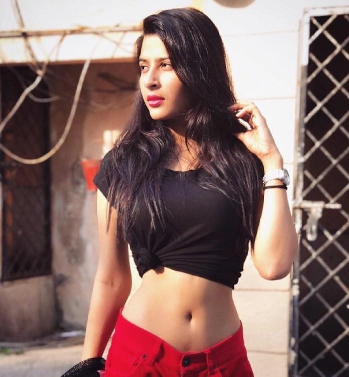 Chấn động: Người mẫu Ấn Độ 20 tuổi bị bạn quen trên mạng sát hại, nhét xác vào vali để tiêu hủy giữa đường - Ảnh 4.