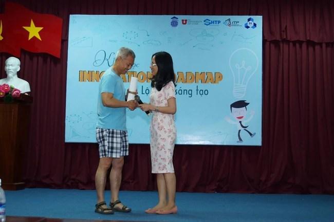 Phó hiệu trưởng ĐH Hoa Sen mặc quần đùi, áo thun trong giờ giảng bài: Tôi mặc như vậy để dạy sinh viên tư duy sáng tạo! - Ảnh 4.